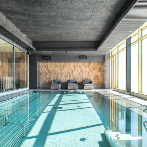 indoor-pool-spa-area-quality-hotel-the-box